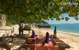 Six Sensen Ninh Van Bay Private_Beach_Dining_[5572-ORIGINAL].jpg